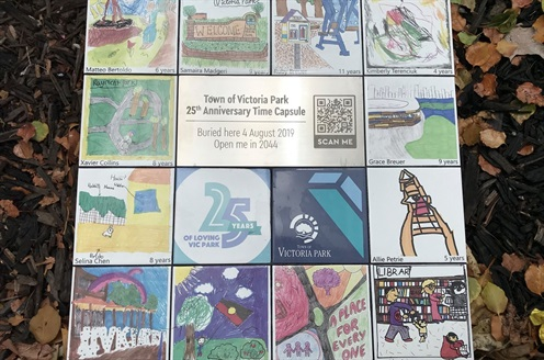 2 Nov - Town celebrates 25 years_resize.jpg